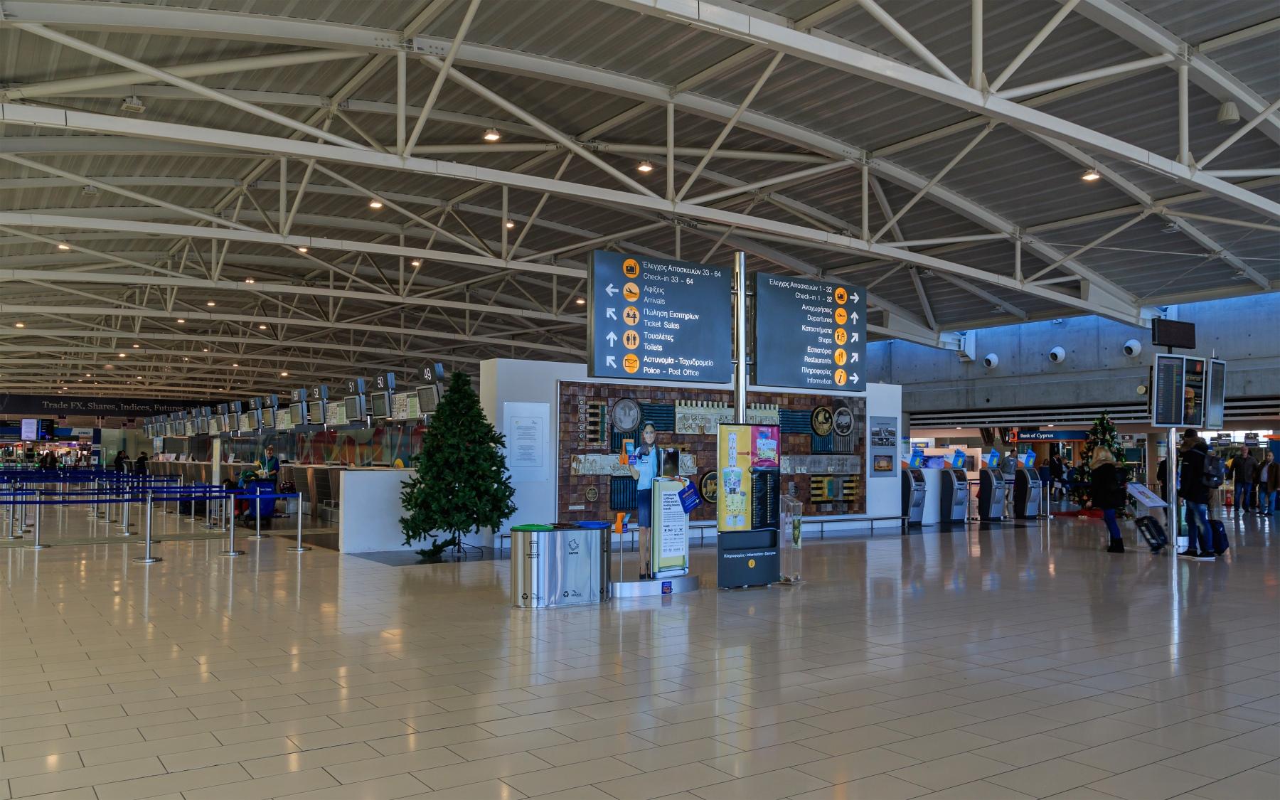 Zypern_Flughafen_larnaca_LCA_Terminal_innen