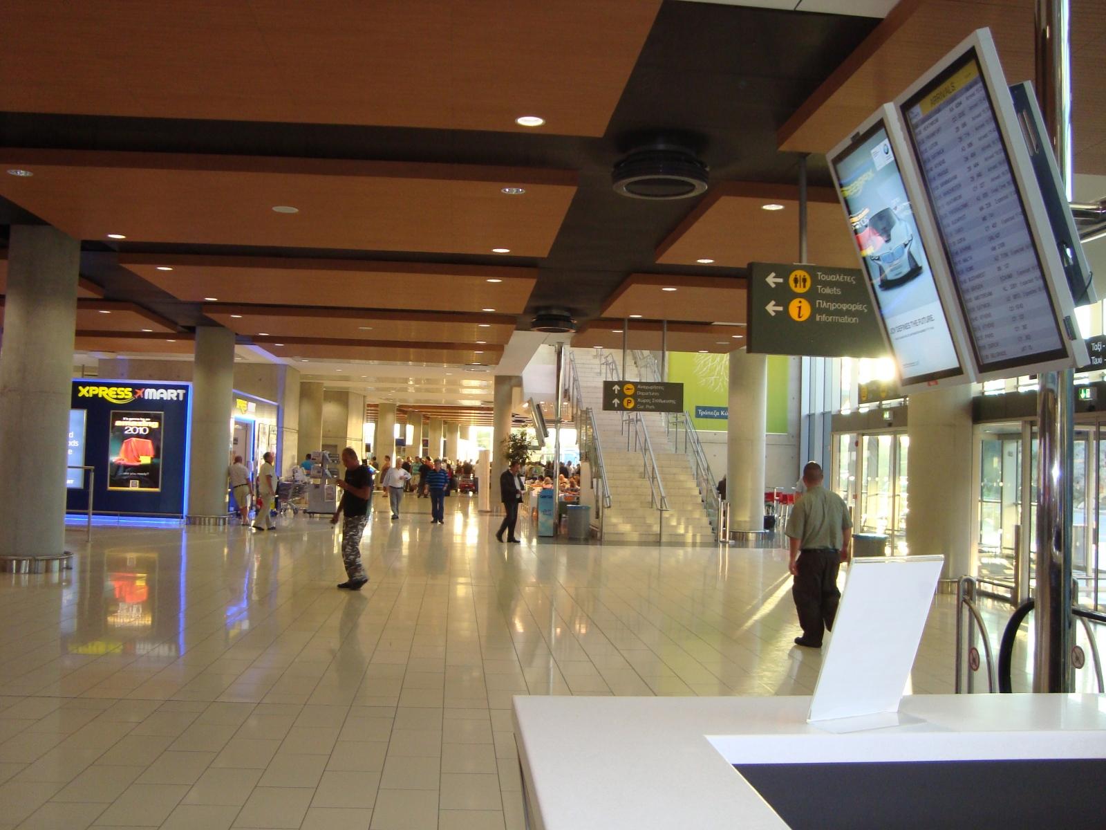 Zypern_Flughafen_larnaca_LCA_Terminal_innen02