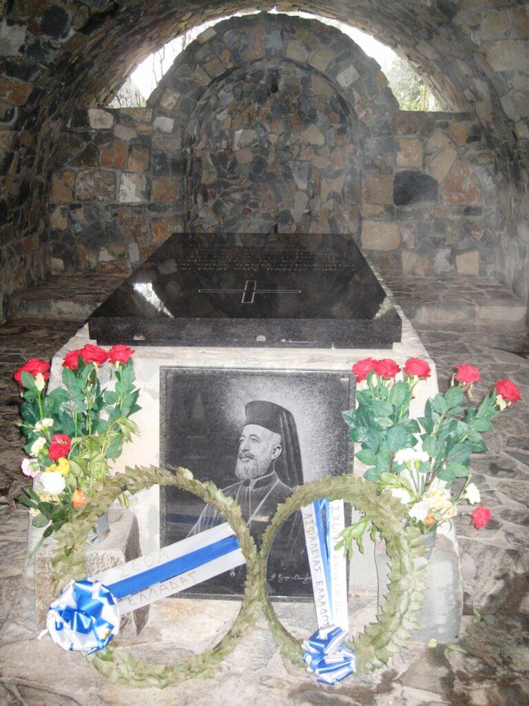 Das Grab des Makarios II., dem ersten Staatspräsidenten nach der Unabhängigkeit von den Britten. Es liegt 3km vom Kloster Kykkos entfernt.