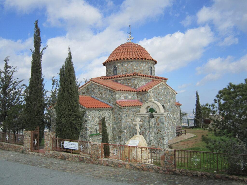 Das Bild zeigt die Kapelle des Klosters Stavrovouni, die auch für Frauen zugänglich ist. Das Betreten des Kloster selbst ist den Männern vorbehalten.