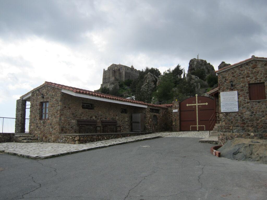 Das Bild zeigt den Eingang des Klosters Stavrovouni.