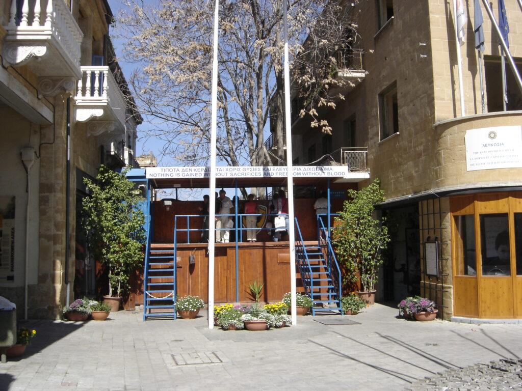 Zypern - Nikosia - Ledrastreet vor der Wiedereröffnung. Aussicht in das besetzte Gebiet
