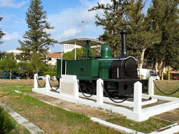Die erste Lokomotive der zyprischen Eisenbahn.