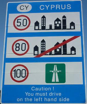 Die Geschwindigkeitsbegrenzungen auf Zypern: Autobahn 100 Kilometer pro Stunde, Landstraßen 80 Kilometer pro Stunde und innerorts 50 Kilometer pro Stunde