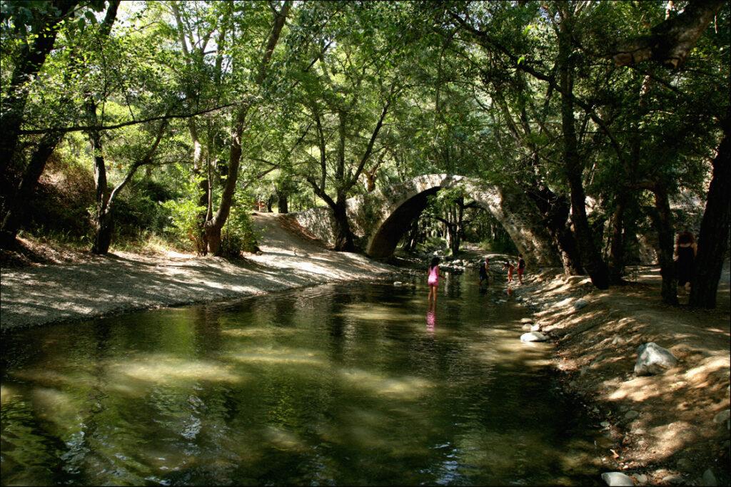 Brücke aus der venezianischen Zeit auf Zypern bei Tzielefos