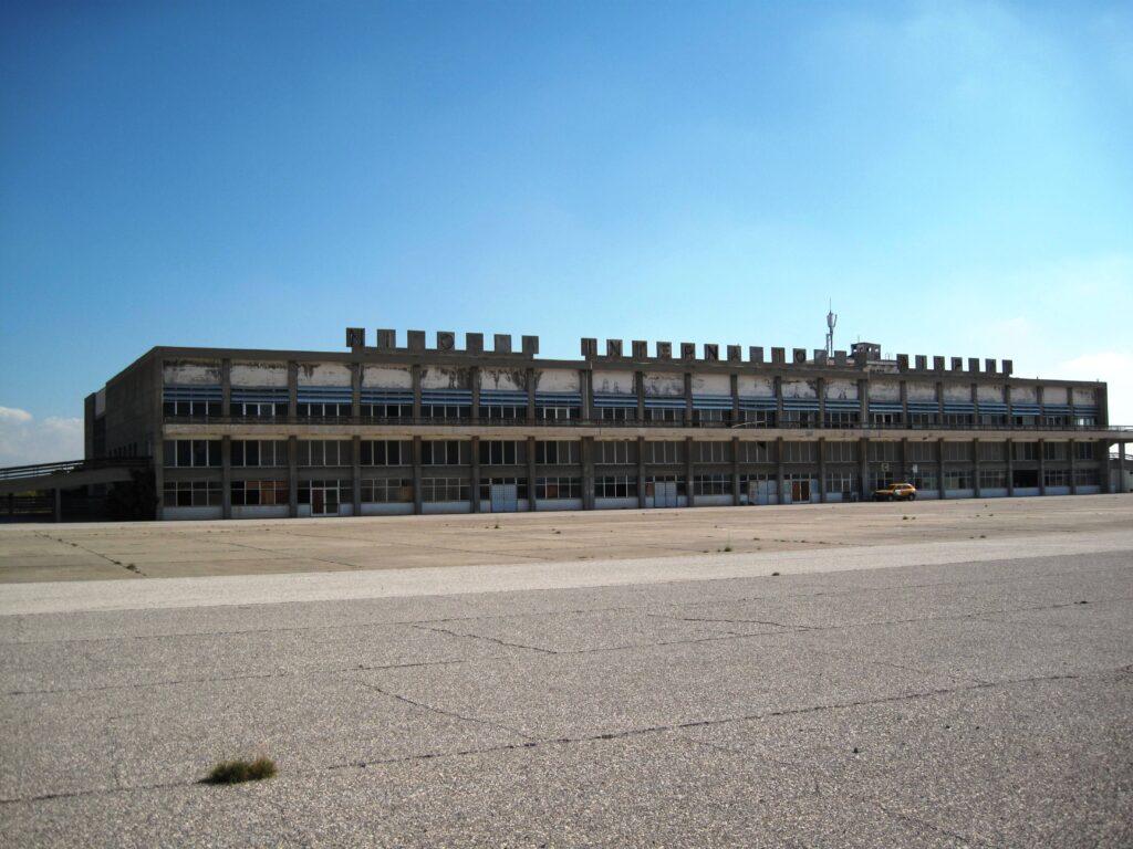 Außenansicht des gesperrten Flughafens Nikosia