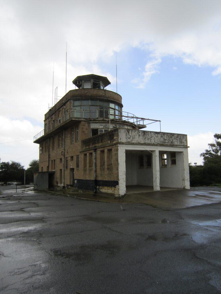 Zypern_Flughafen_Nikosia_Tower
