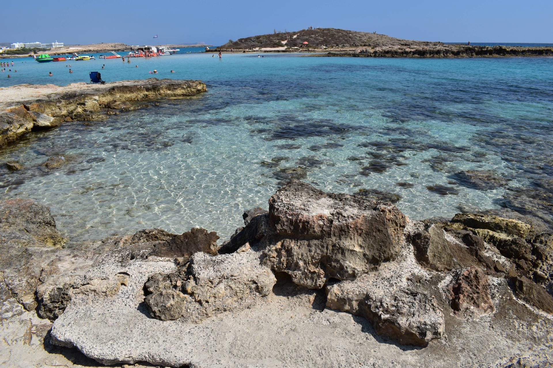 Nissi Beach in Ayia Napa im Bezirk Famagusta auf der Sonneninsel Zypern